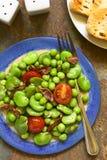 Ευρύ φασόλι, σαλάτα μπιζελιών, ντοματών και μπέϊκον Στοκ φωτογραφία με δικαίωμα ελεύθερης χρήσης
