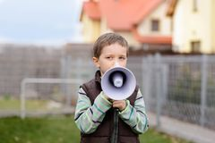 小男孩尖叫通过扩音机 图库摄影