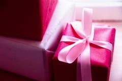 礼物为假日 假日圣诞节,生日,情人节 库存图片