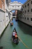 Путешествие гондолы в Венеции Италии Стоковые Изображения RF
