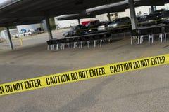 横跨停车场的小心磁带 免版税库存照片