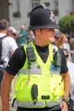 敲打的英国警察 免版税库存图片
