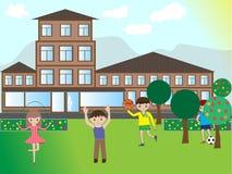使用在街道的愉快的孩子在房子附近 免版税库存图片