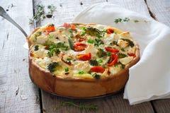 Πίτα με την κρέμα, το τυρί και τα λαχανικά Στοκ φωτογραφίες με δικαίωμα ελεύθερης χρήσης