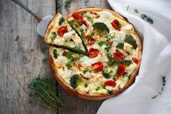 Πίτα με την κρέμα, το τυρί και τα λαχανικά Στοκ εικόνες με δικαίωμα ελεύθερης χρήσης