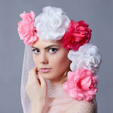 Девушка невесты весны с флористической вуалью Стоковое Изображение RF