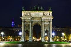 和平曲拱在米兰,意大利 免版税库存图片
