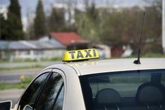 Αυτοκίνητο ταξί στην οδό Στοκ Φωτογραφίες