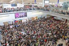 Случай багажа руководителя протеста на авиапорте Гонконга Стоковая Фотография