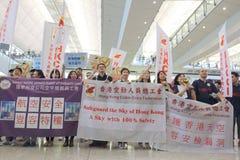 Случай багажа руководителя протеста на авиапорте Гонконга Стоковые Фотографии RF
