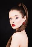красивейшая женщина Состав и длинные здоровые волосы Стоковая Фотография