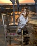 使儿童奶油色冰日落靠岸 免版税库存图片