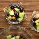 Πεπόνι πεπονιών και σαλάτα φρούτων μούρων Στοκ Εικόνες