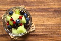 Πεπόνι πεπονιών και σαλάτα φρούτων μούρων Στοκ φωτογραφία με δικαίωμα ελεύθερης χρήσης