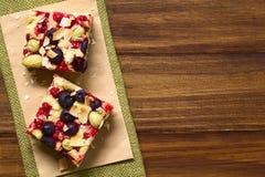 Κέικ φρούτων μούρων Στοκ φωτογραφία με δικαίωμα ελεύθερης χρήσης