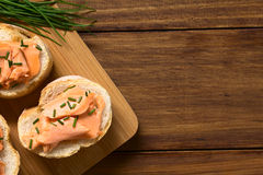 σάντουιτς σολομών που καπνίζεται Στοκ Εικόνα