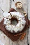 Σπιτική πίτα με τα καρύδια, τους σπόρους παπαρουνών και τα μήλα Στοκ εικόνες με δικαίωμα ελεύθερης χρήσης