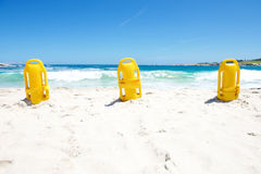 在海滩的三个黄色救生浮体 免版税库存照片