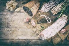 Прекрасный выбор сухих мяса и сосисок Изысканная концепция обедающего Стоковые Фотографии RF