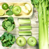Свежие зеленые овощи и плодоовощи Вытрезвитель и концепция диеты Стоковая Фотография