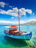 游船在离克利特的附近,希腊海岸  库存图片