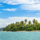 接近的看法没有人多巴哥印度西部热带海岛正方形的土地 免版税图库摄影