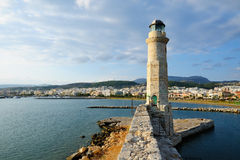 老灯塔在罗希姆诺,克利特,希腊 免版税库存图片