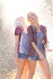 Πορτρέτο δύο όμορφων προκλητικών κοριτσιών Στοκ Εικόνες