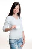 Девушка держа визитную карточку Стоковое Изображение RF