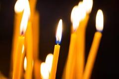 Φως των κεριών στην εκκλησία Στοκ εικόνες με δικαίωμα ελεύθερης χρήσης