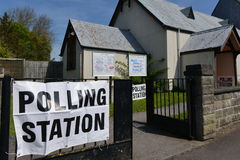 Избиратель Великобритании идет к спискам избирателей на супер четверге Стоковые Изображения
