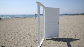 在海滩的门 股票录像