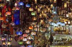 在盛大义卖市场的传统灯在伊斯坦布尔 图库摄影