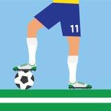 踢橄榄球的人腿 库存图片