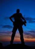 在日落或日出的专业摄影师剪影 免版税库存照片
