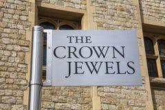 在伦敦塔的皇冠上的宝石 库存照片
