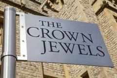 在伦敦塔的皇冠上的宝石 库存图片