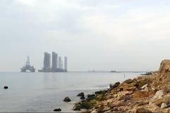 近海抽油装置 免版税库存照片