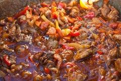 Кипя гуляш мяса Стоковая Фотография