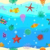 与逗人喜爱的动画片鱼的无缝的传染媒介样式在波浪 库存图片