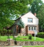 家与凸出的三面窗的待售 图库摄影