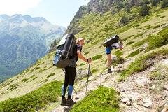 小组山的远足者 库存图片
