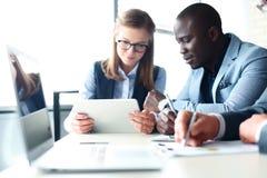 η ανάπτυξη γραφικών παραστάσεων επιχειρησιακών διαγραμμάτων αυξανόμενη ωφελείται τα ποσοστά Στοκ Εικόνα