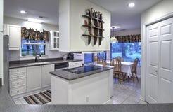 简单的白色厨房 免版税库存图片