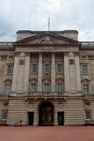Букингемский дворец фасада, Лондон, Англия Стоковое Изображение RF