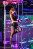 Идти-идет танцор в ночном клубе Стоковое Изображение RF