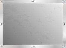 在金属发光的框架的螺丝在金属片肮脏的生锈的难看的东西 免版税图库摄影