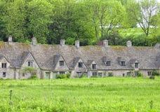 Старые английские дома в деревне Стоковая Фотография RF