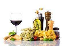 Ιταλικά τρόφιμα κουζίνας που απομονώνονται στο άσπρο υπόβαθρο Στοκ εικόνα με δικαίωμα ελεύθερης χρήσης