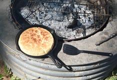 被烘烤的薄饼面包 图库摄影